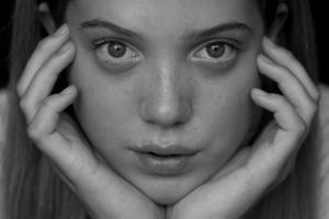 Chica triste anorexia TCA